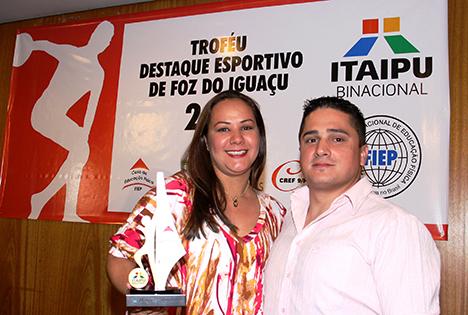 Troféu Destaque Esportivo 2011 - Graduada Keilla sendo Premiada